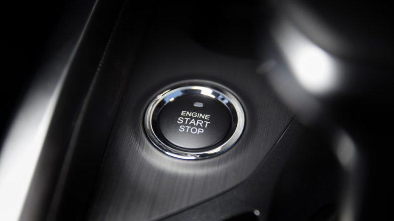 кнопка запуска автомобиля