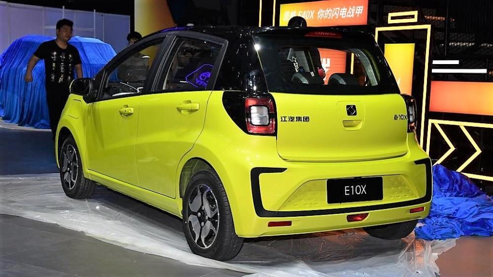 электромобиль JAC E10X