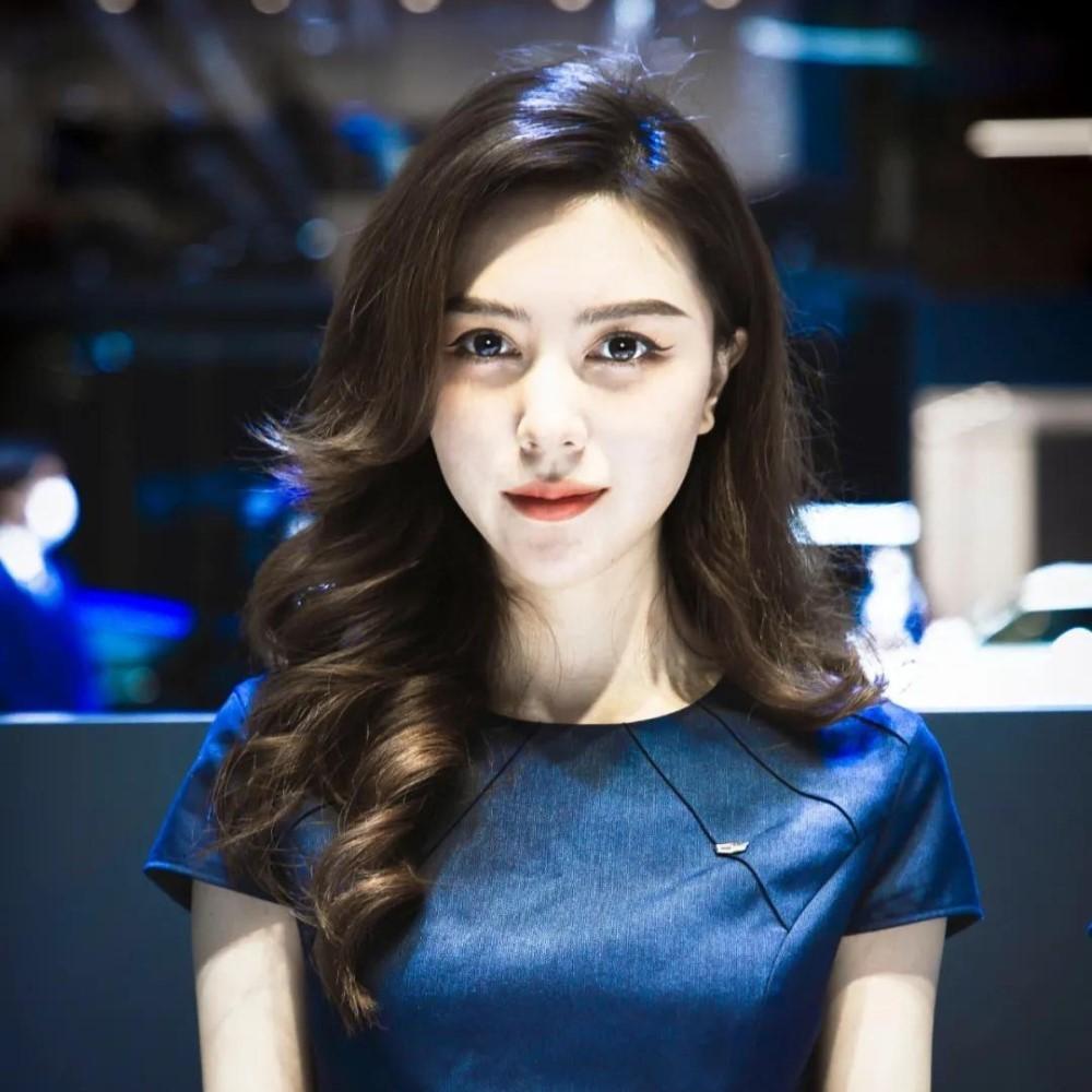 Модели Шанхайской выставки. Выбираем самую красивую девушку автосалона
