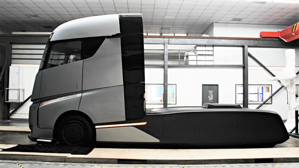 флагманский грузовик Geely AD21