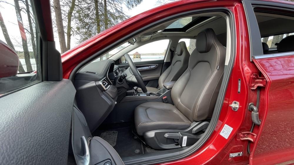 «А не новый ли это Maserati?» Оправдан ли ажиотаж вокруг доступного лифтбека JAC J7