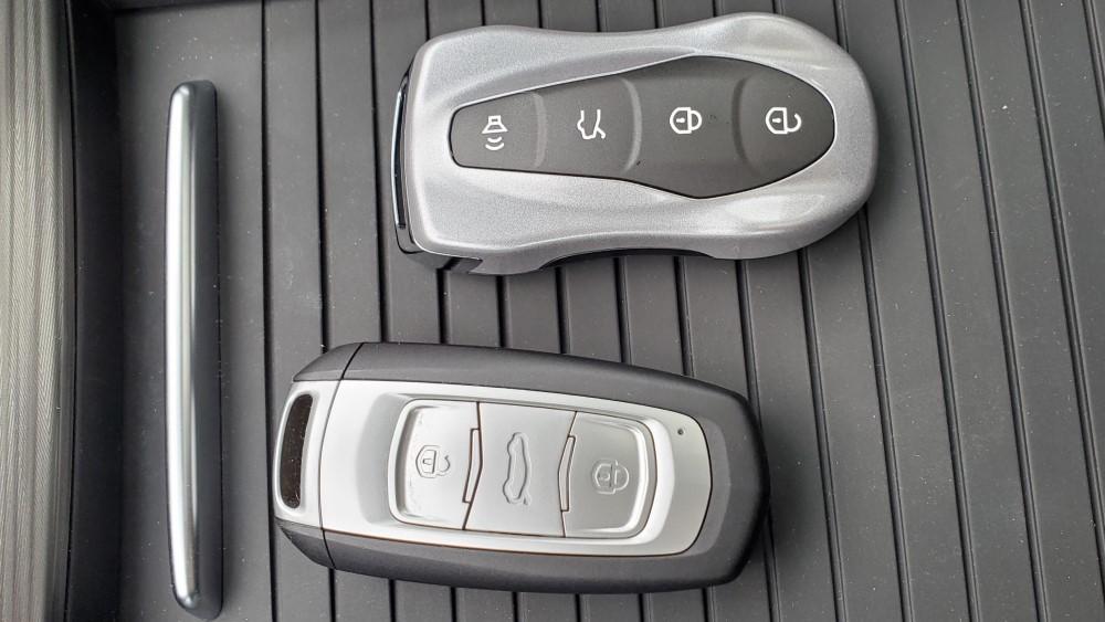 ключи Geely Atlas Pro и Geely Atlas